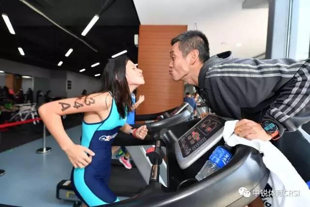 室内迷你铁三赛上海开赛 多元化选手齐参赛